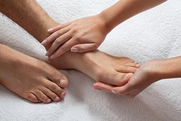 img-manos-pies-hombre_1